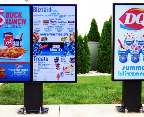 DQ DIGITAL SIGNAGE - 1 SCREEN AND 2 SCREENS ITSENCLOSURES ViewStation High Bright Monitors